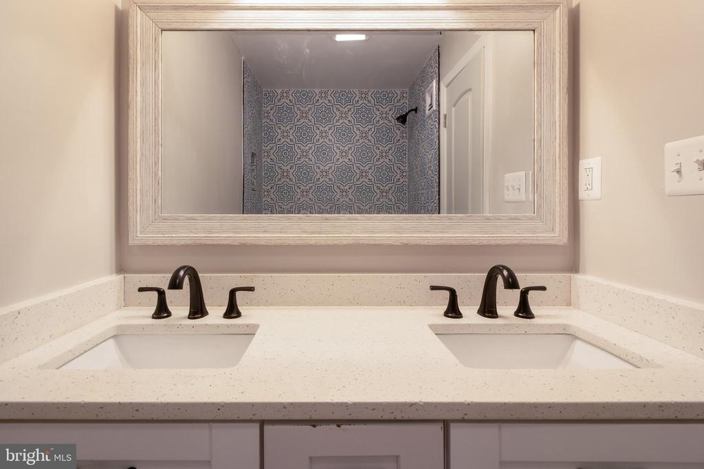 2nd Full Bath - Upper Level 1 - 13203 TAMARACK RD, SILVER SPRING