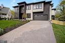 Front / Large driveway - 5800 37TH ST N, ARLINGTON