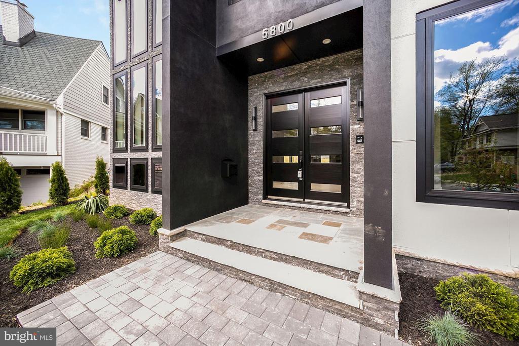 Main Entrance - 5800 37TH ST N, ARLINGTON