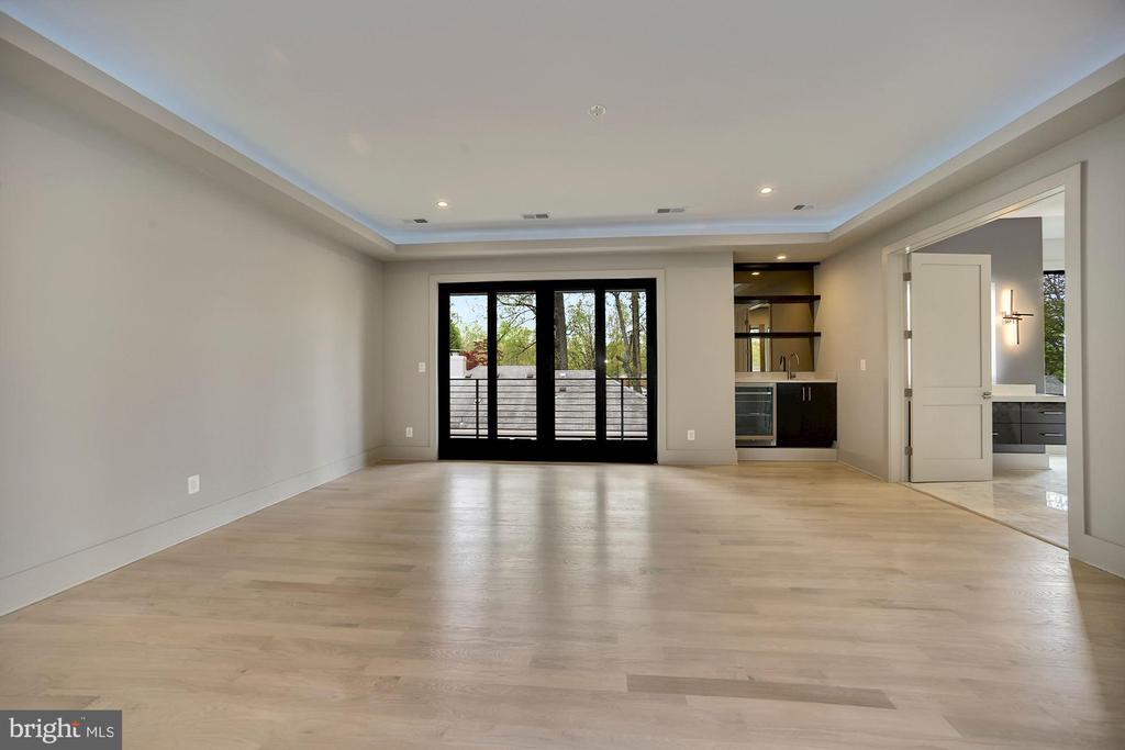 Master suite - 5800 37TH ST N, ARLINGTON