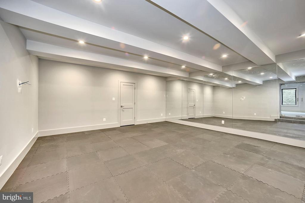 Exercise/Media room - 5800 37TH ST N, ARLINGTON
