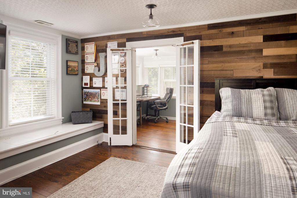 Bedroom w/ Sitting Room - 20857 ASHBURN RD, ASHBURN