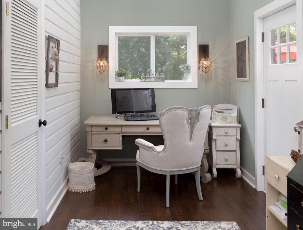 Bonus Room/ Home Office Space in Master Addition - 20857 ASHBURN RD, ASHBURN