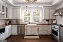Stunning Farmhouse Kitchen - 20857 ASHBURN RD, ASHBURN