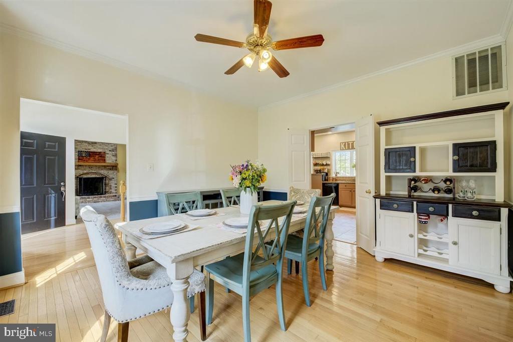 Formal dining room. - 8900 MAGNOLIA RIDGE RD, FAIRFAX STATION