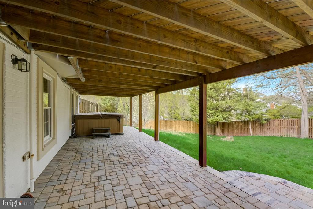 Walkout to the covered terrace & hot tub - 8900 MAGNOLIA RIDGE RD, FAIRFAX STATION