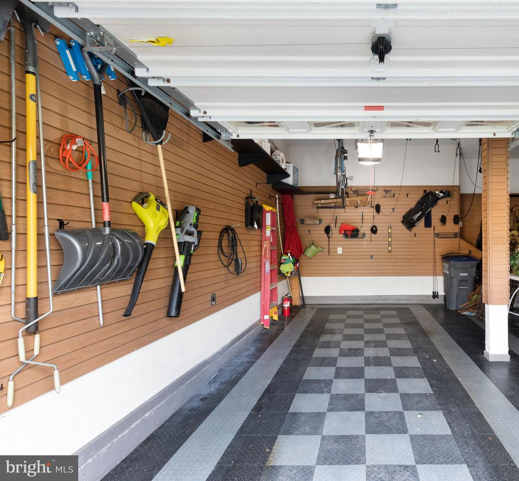 Garage with Flooring and Custom Harness Track Syst - 20003 SHADOW CREEK CT, ASHBURN