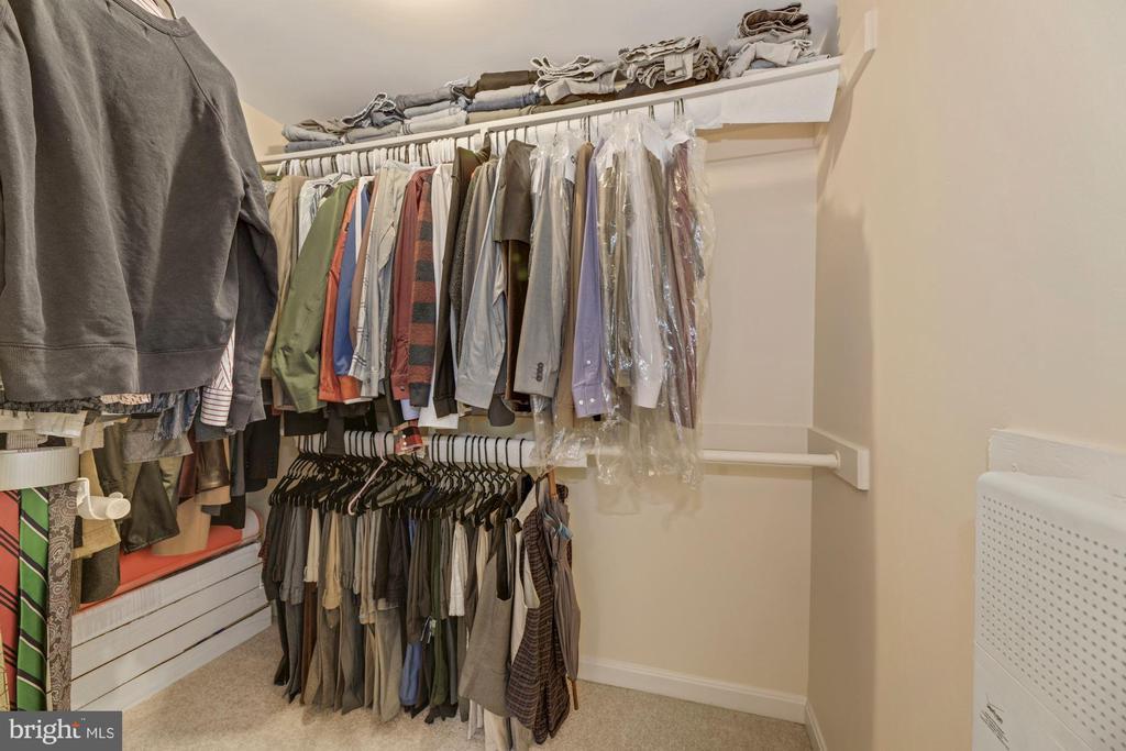 Large walk in closet - 1816 QUEENS LN #4-222, ARLINGTON