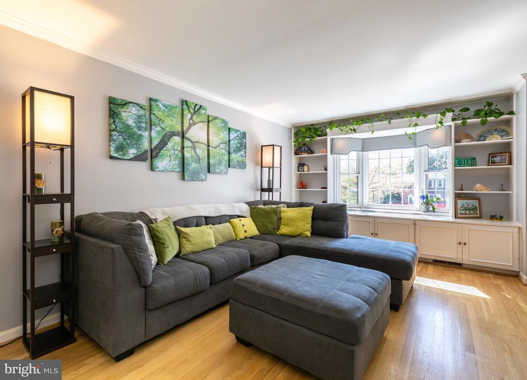 Living Room with Bay Window - 2309 N SIBLEY ST, ALEXANDRIA