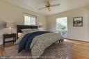 Primary bedroom with two corner windows - 5041 KING RICHARD DR, ANNANDALE