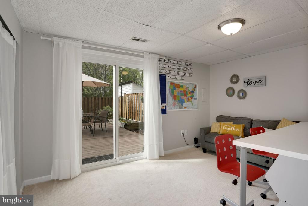 Walkout Basement with Recreation room - 81 SOUTHALL CT, STERLING