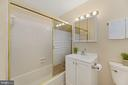 Updated bathroom - 1816 QUEENS LN #4-222, ARLINGTON