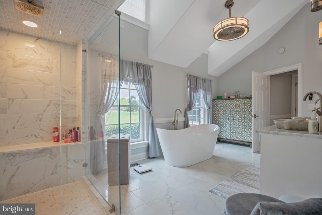 Modern Tub/Spa Like Bathroom - 12620 CHEWNING LN, FREDERICKSBURG