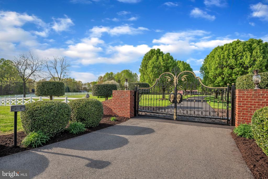 The Gate Tells A Story - 12620 CHEWNING LN, FREDERICKSBURG