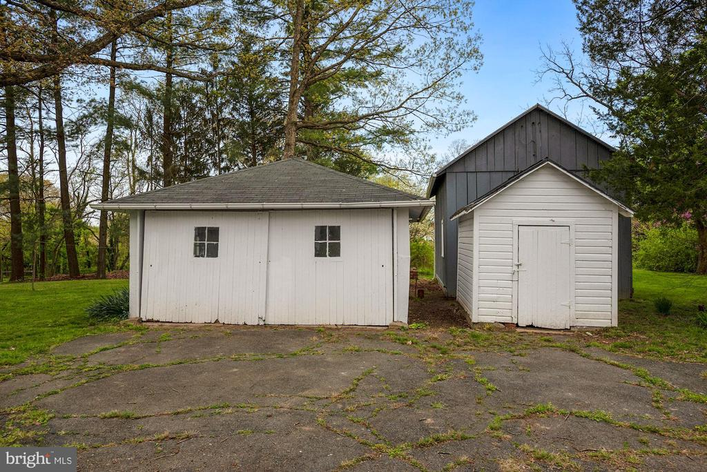 Garage, Shed, Barn - 415 S MAPLE AVE, PURCELLVILLE