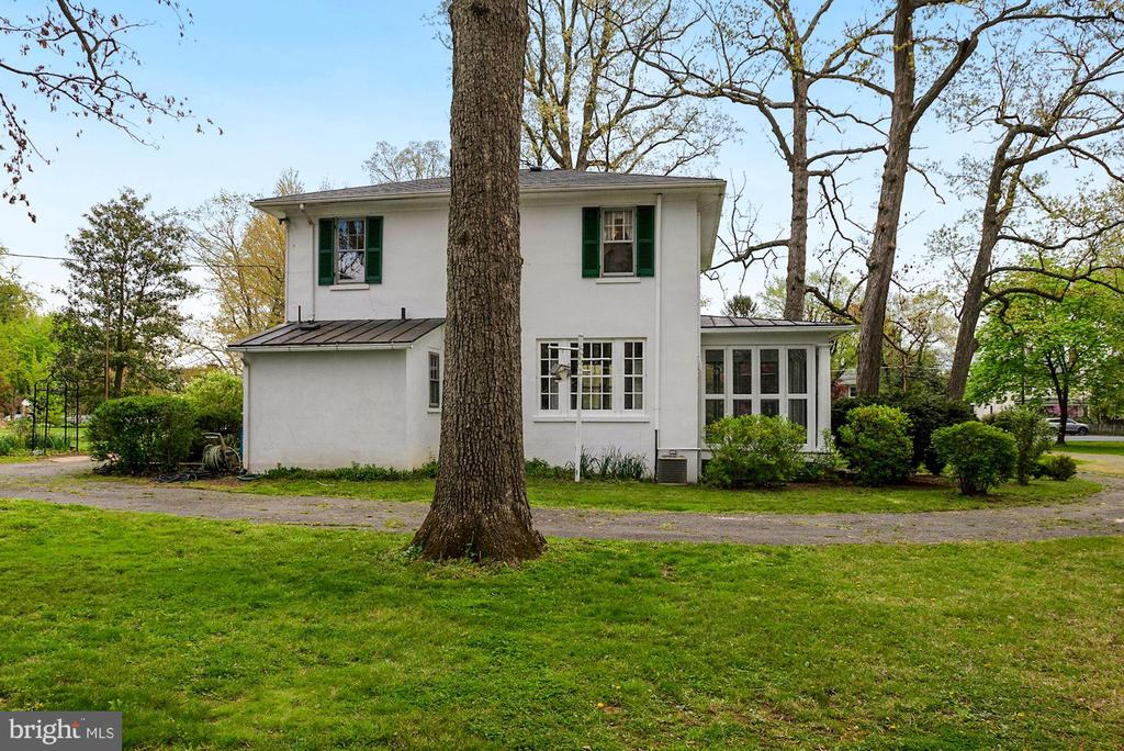 Exterior Rear with Circular Driveway - 415 S MAPLE AVE, PURCELLVILLE