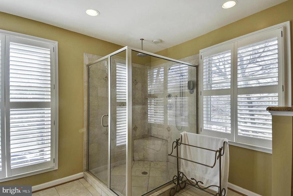 North Unit Master Bathroom - 5806 FLANDERS ST, SPRINGFIELD