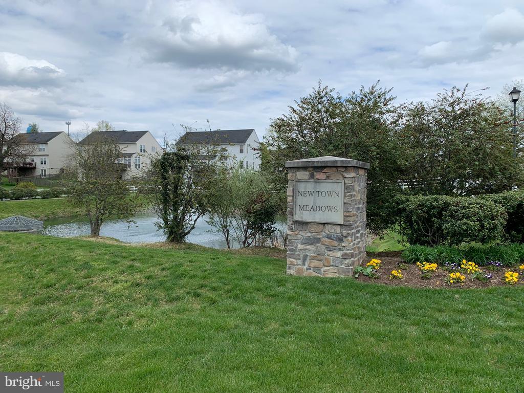 Entrance into Community - 39 HOUSER DR, LOVETTSVILLE