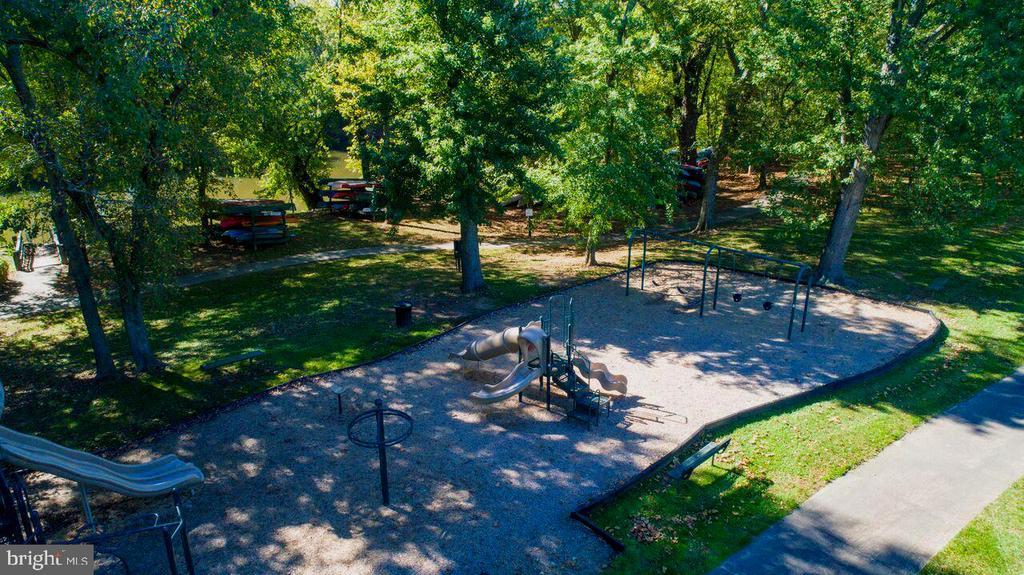 Community Park down by the River - 18362 FAIRWAY OAKS SQ, LEESBURG