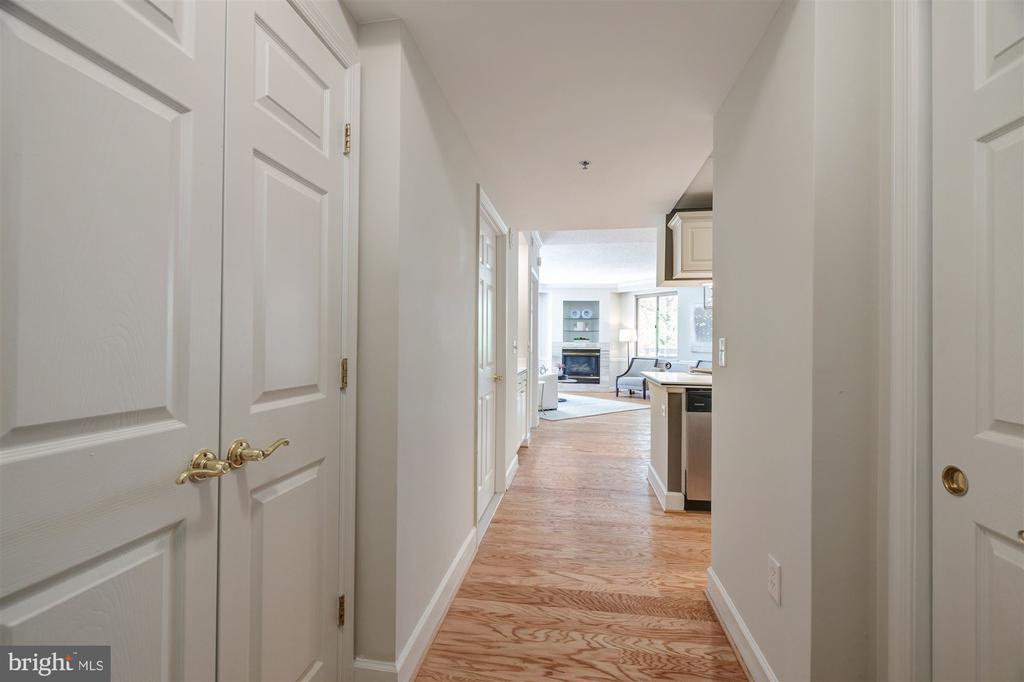 Foyer - 1276 N WAYNE ST #130, ARLINGTON