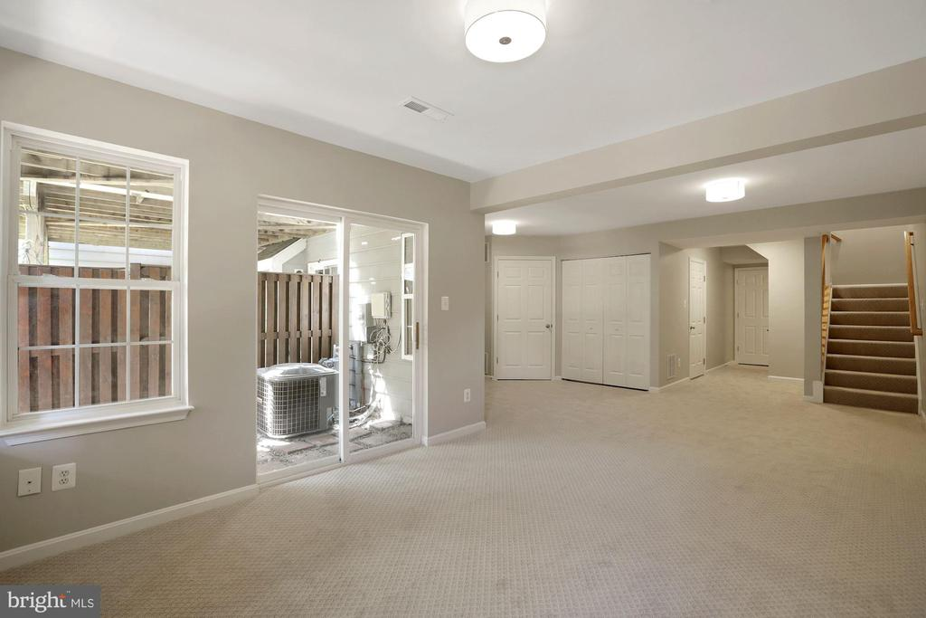 Expansive rec room with storage room, 1/2 bath - 25532 GOVER DR, CHANTILLY