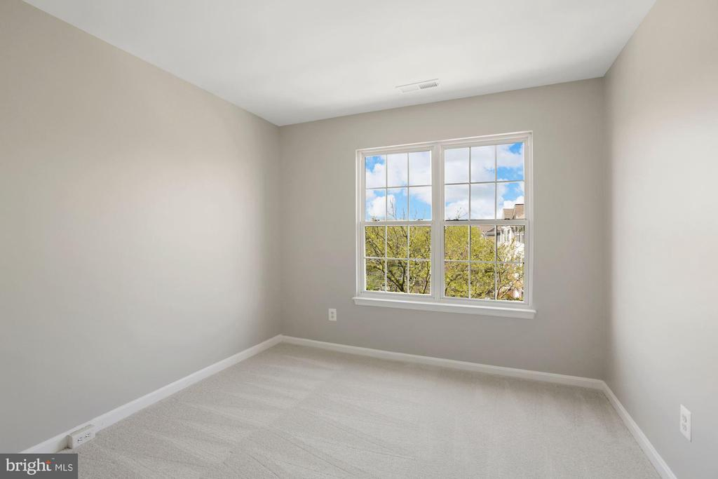 2nd bedroom upper level - 25532 GOVER DR, CHANTILLY