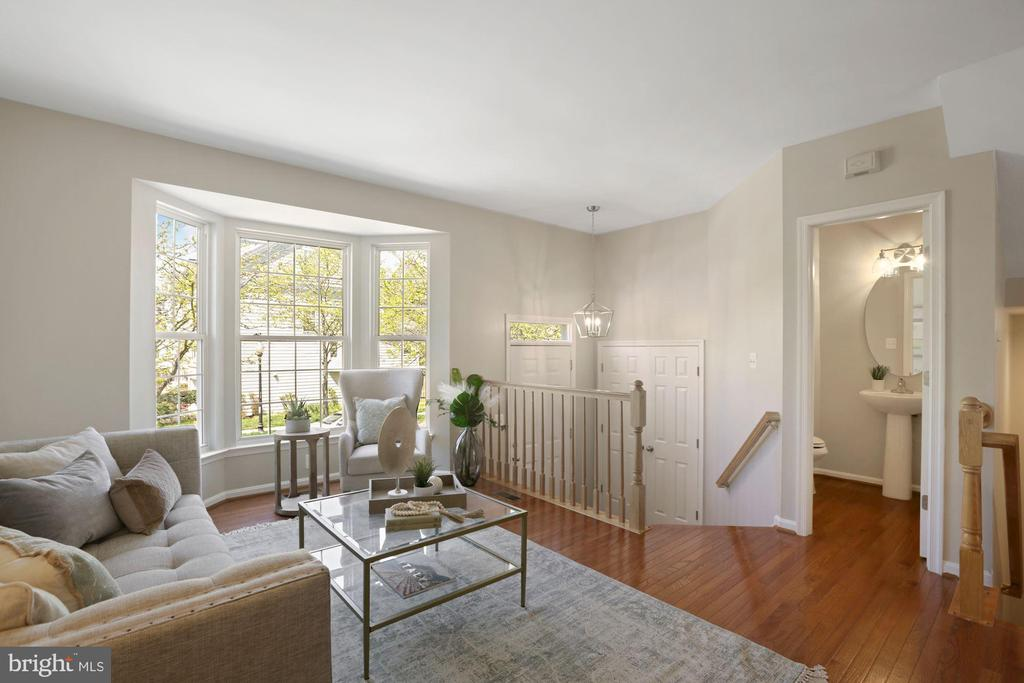 Bay window and gorgeous hardwoods - 25532 GOVER DR, CHANTILLY