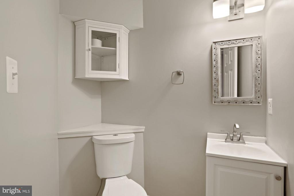 Lower level powder room - 25532 GOVER DR, CHANTILLY