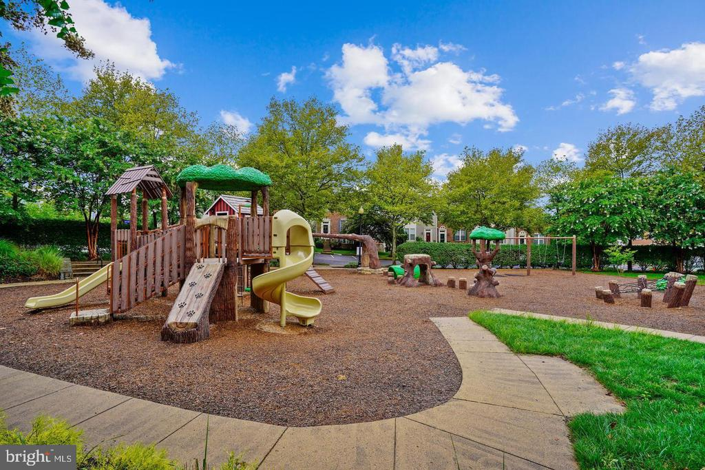 Tot lots & playgrounds - 25532 GOVER DR, CHANTILLY