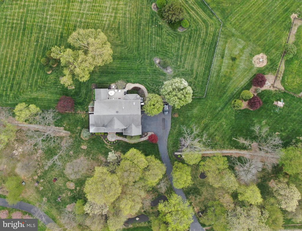 Surrounded by trees and stone walls. - 17628 STONEGAIT CT, ROUND HILL