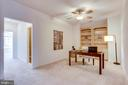 Open study loft on bedroom level has built-ins - 18359 EAGLE POINT SQ, LEESBURG