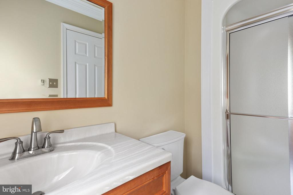 Second Bedroom Ensuite Bath with Stand up Shower - 2405 OAKMONT CT, OAKTON