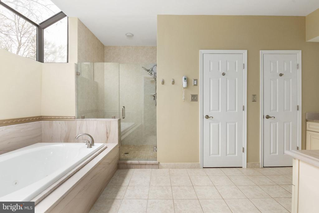 Primary Bath with Jetted tub & Separate Shower - 2405 OAKMONT CT, OAKTON