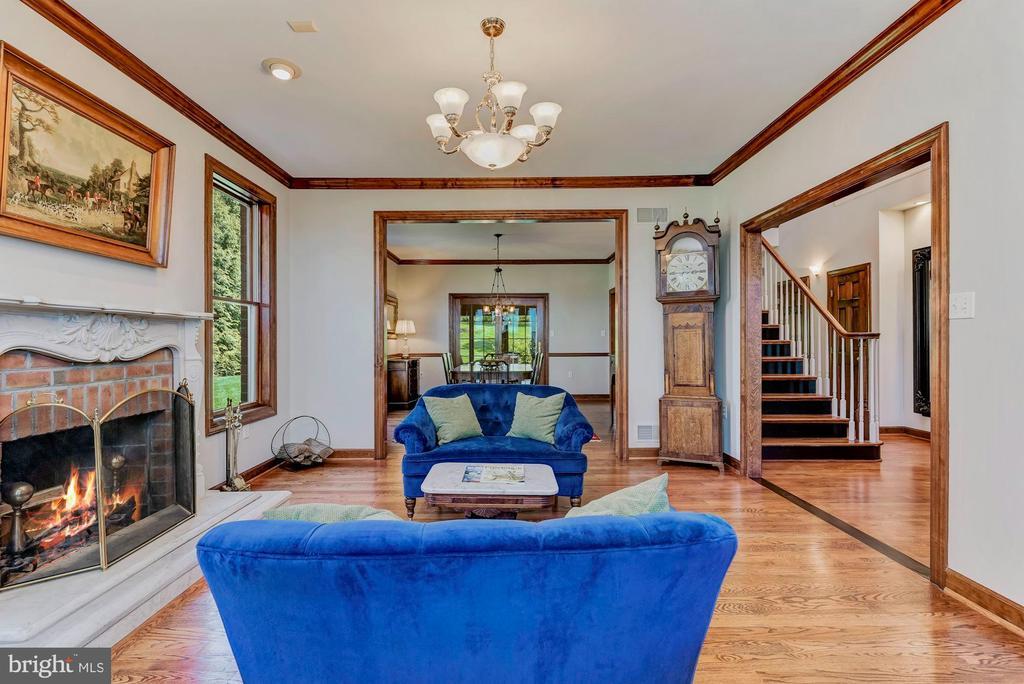 Red Oak Wide Plank Hardwood Floors - 8329 MYERSVILLE RD, MIDDLETOWN
