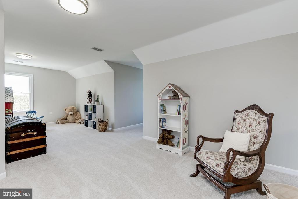 Bedroom | Walk-In Closet - 8329 MYERSVILLE RD, MIDDLETOWN