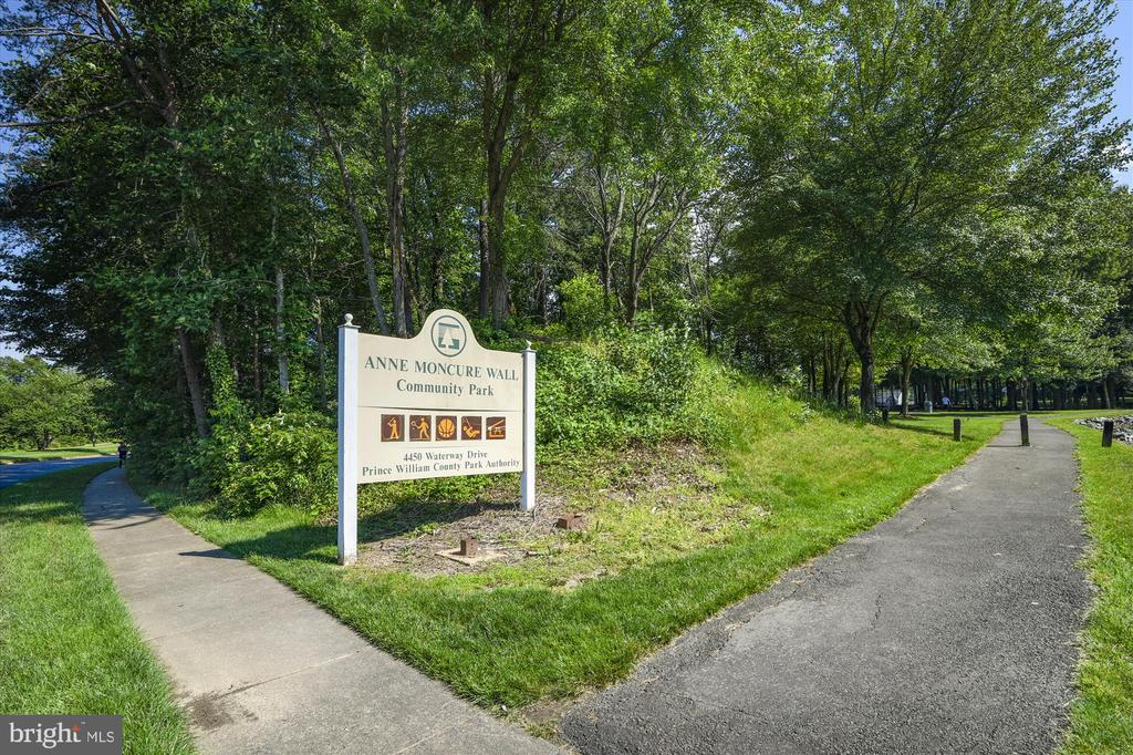 - 15034 HOLLEYSIDE DR, DUMFRIES