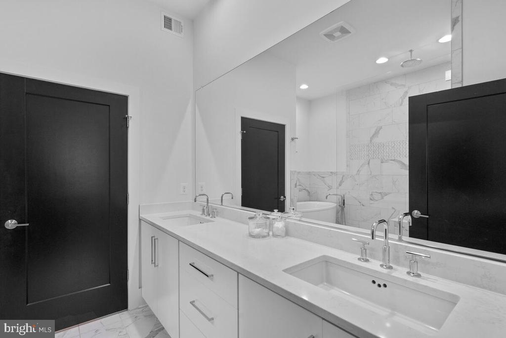 Primary Bathroom, Level 3 - 44647 DANVERS TER, ASHBURN