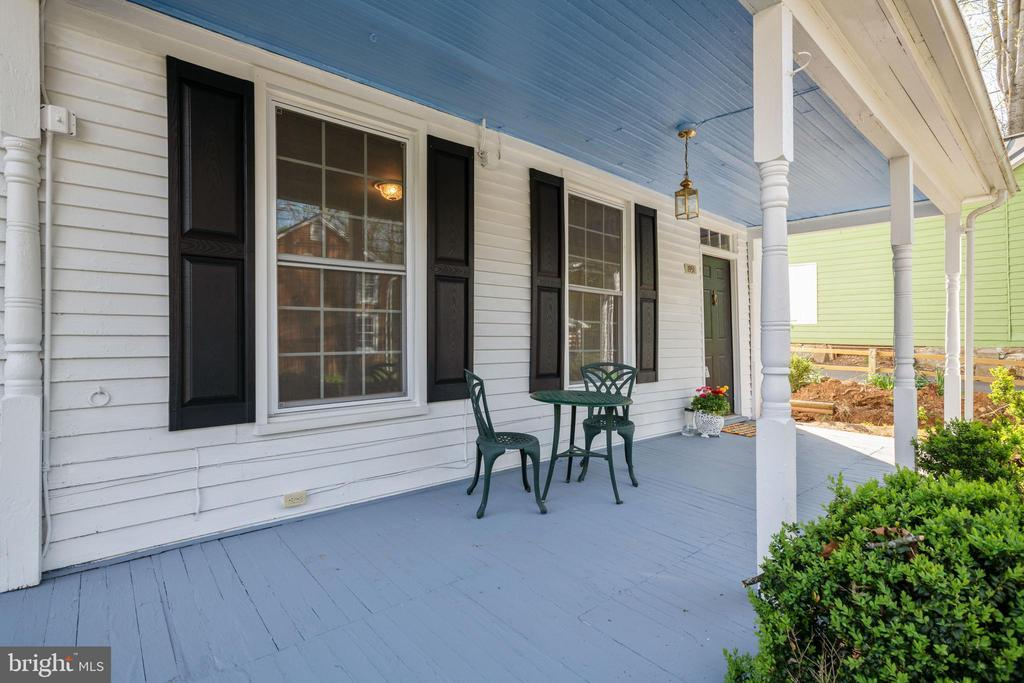 Large Freshly Painted Covered  Front Porch - 1951 MILLWOOD RD, MILLWOOD