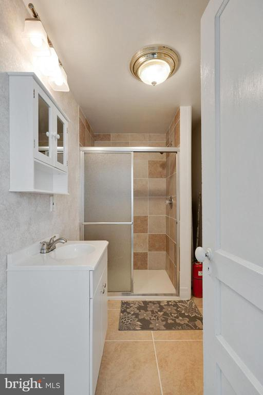 Main Level Bathroom - 1951 MILLWOOD RD, MILLWOOD