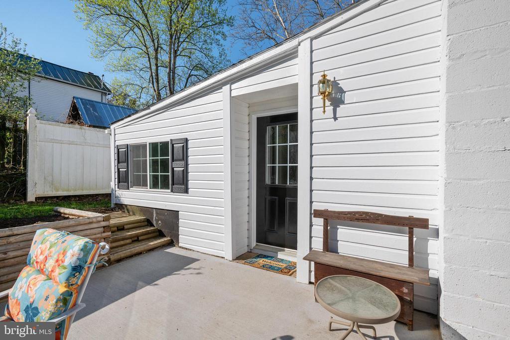 Back patio - 1951 MILLWOOD RD, MILLWOOD