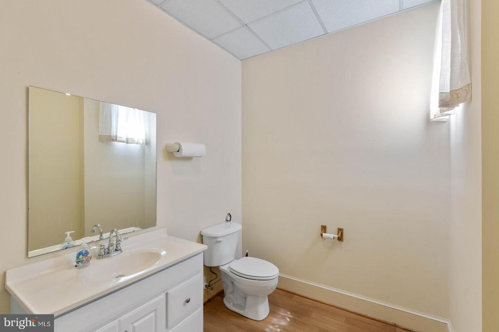 South Office Private Bath - 804 CHARLES ST, FREDERICKSBURG