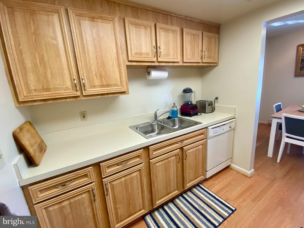 Beautiful newer cabinetry and counters - 3429 S LEISURE WORLD BLVD #88-3E, SILVER SPRING
