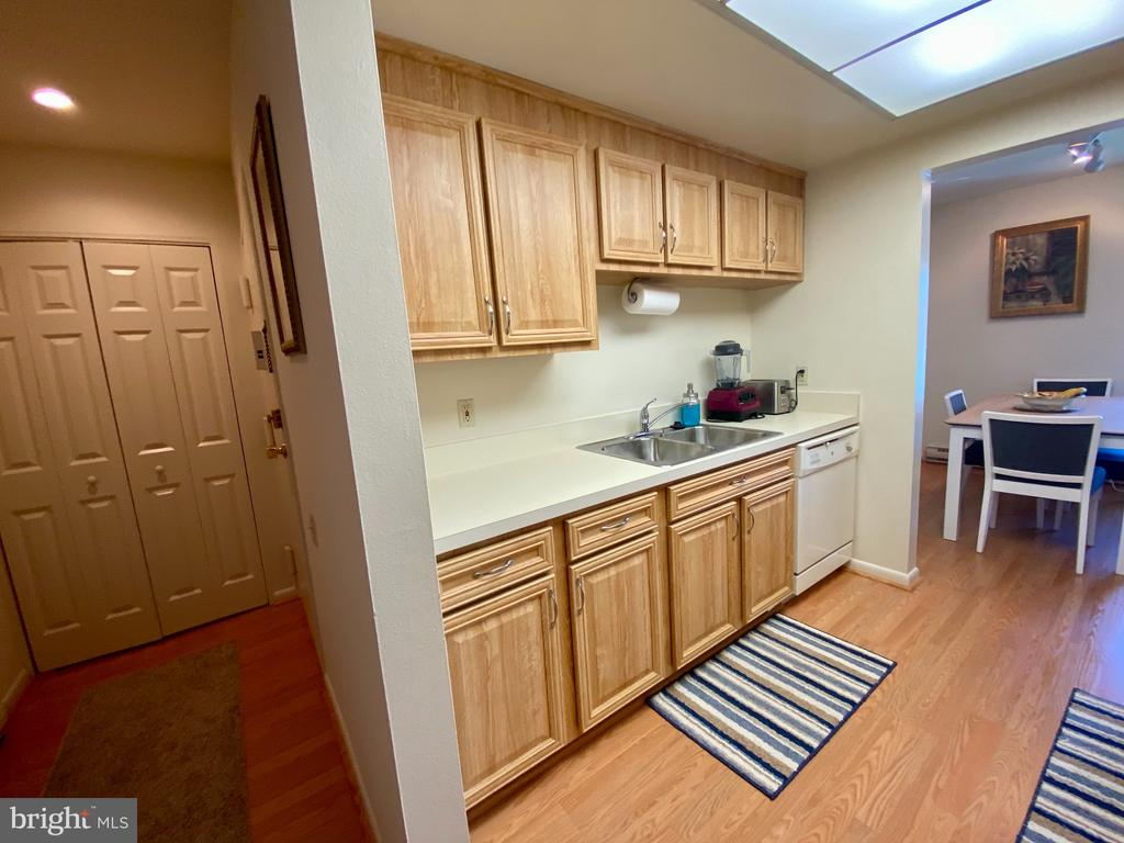 Ready to move right in and enjoy summer! - 3429 S LEISURE WORLD BLVD #88-3E, SILVER SPRING