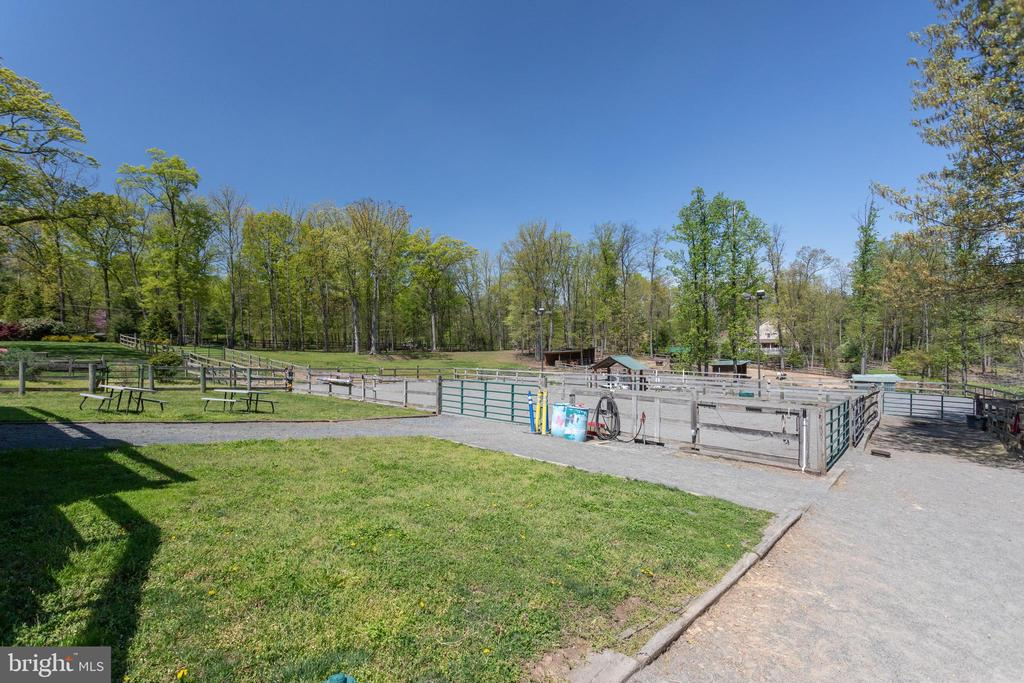 Picnic tables to watch the horses train - 815 BLACKS HILL RD, GREAT FALLS
