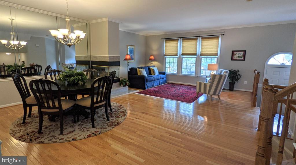 Main Level with gorgeous hardwood floors! - 10481 COURTNEY DR, FAIRFAX