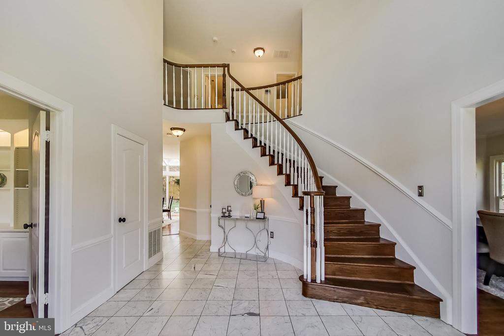 Dramatic Two-Story Foyer w/ Curved Staircase - 12600 HOMEWOOD WAY, FAIRFAX