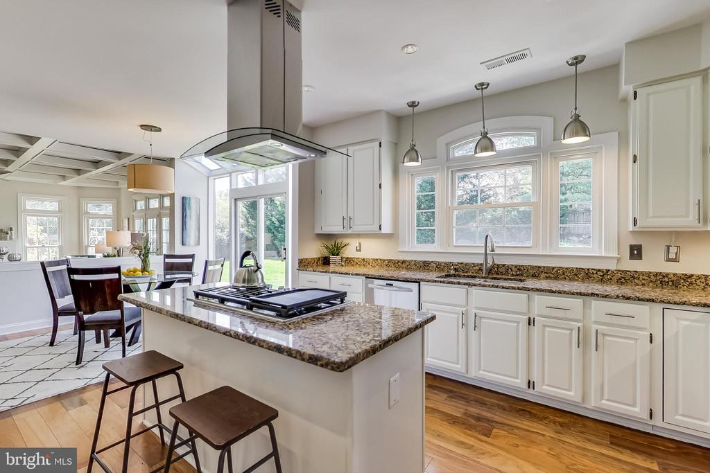 Center Island w/ Seating and Gas Cooktop - 12600 HOMEWOOD WAY, FAIRFAX