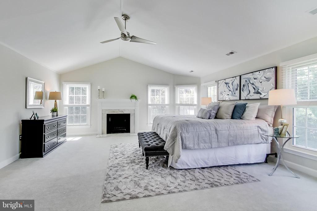 Luxurious Owner's Suite w/ Cathedral Ceiling - 12600 HOMEWOOD WAY, FAIRFAX