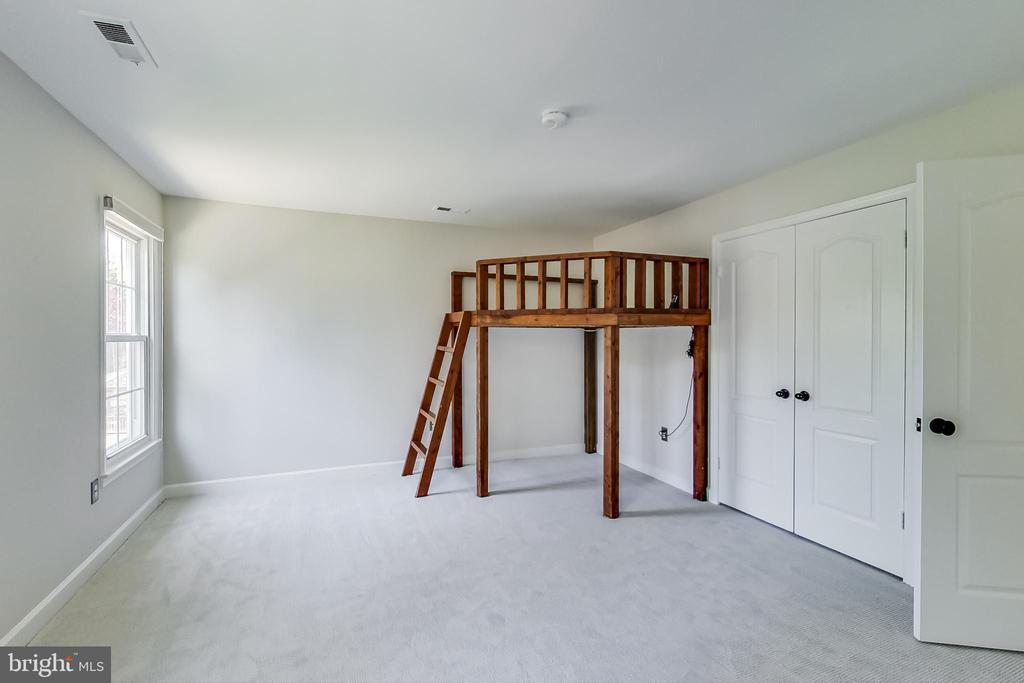 Fourth Upper Level Bedroom w/ Tree House! - 12600 HOMEWOOD WAY, FAIRFAX