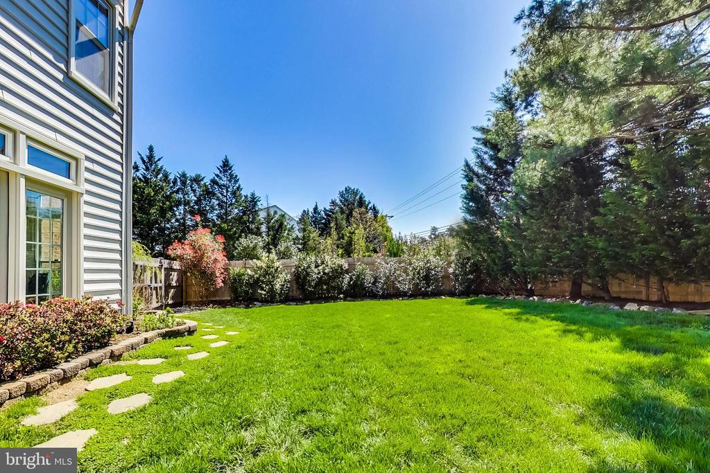 Lush, Fully Fenced Backyard - 12600 HOMEWOOD WAY, FAIRFAX